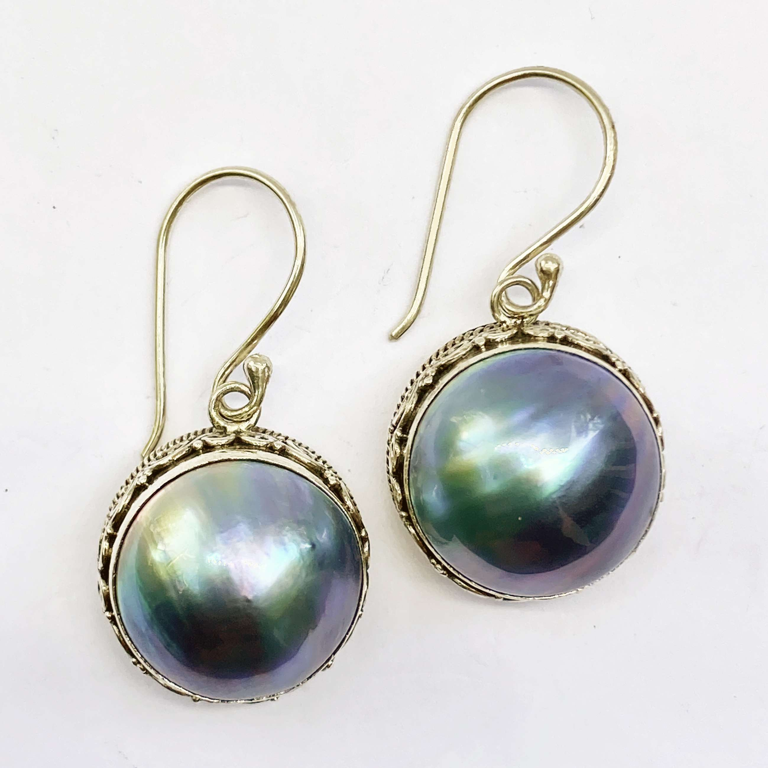 (HANDMADE 925 BALI STERLING SILVER EARRINGS WITH BLUE MABE PEARL)