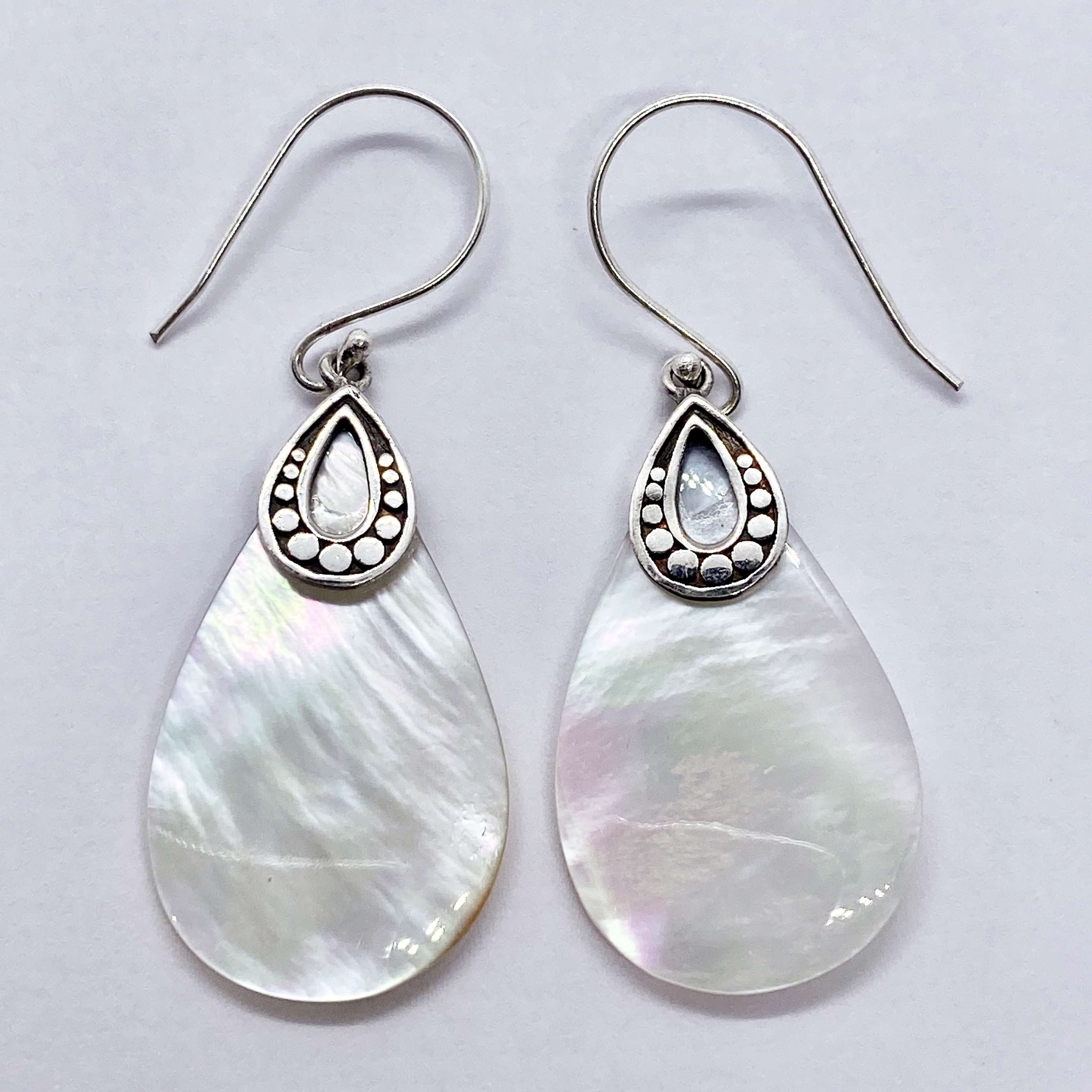 (HANDMADE 925 BALI SILVER ARMADILLO EARRINGS WITH MOTHER OF PEARL)