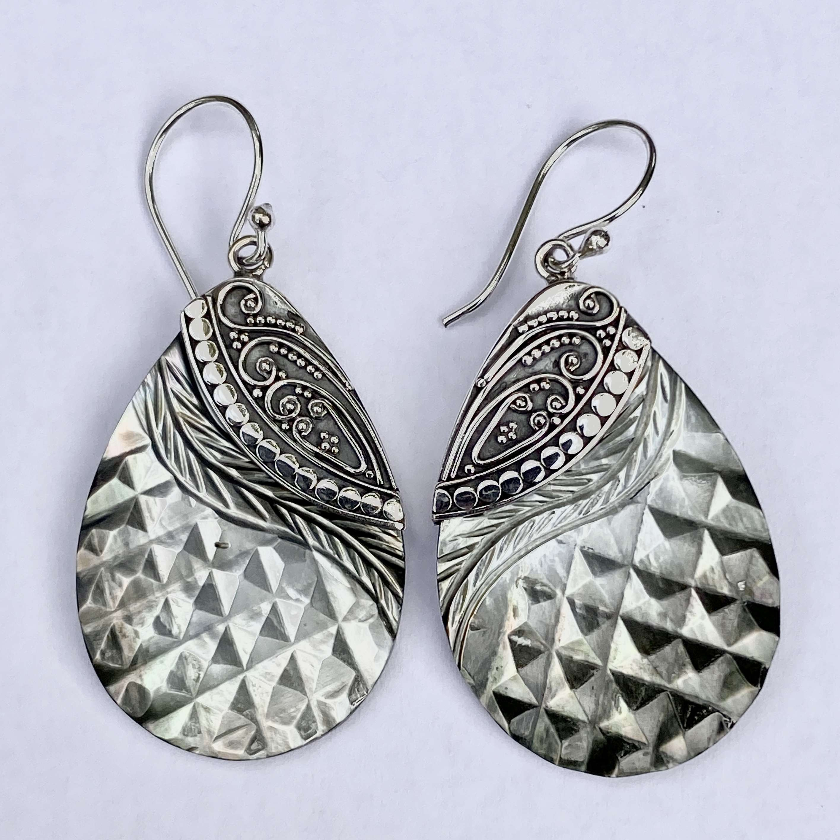 (HANDMADE 925 BALI SILVER EARRINGS WITH CHAMPAIGN SHELL)