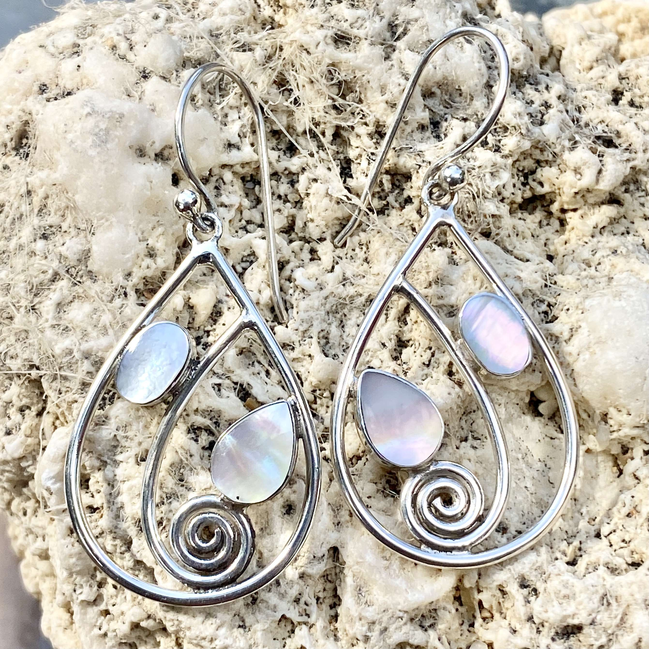 (Handmade 925 Bali Sterling Silver Earrings with MOTHER OF PEARL)