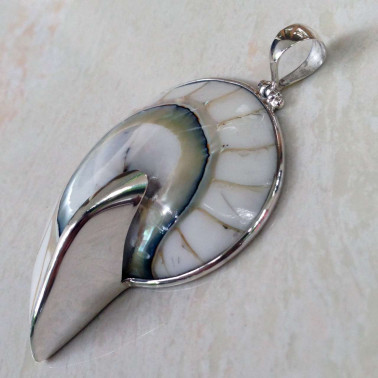 PD 06256 M  (White)-(925 BALI SILVER PENDANT WITH WHITE COLOR NAUTILUS SHELL)