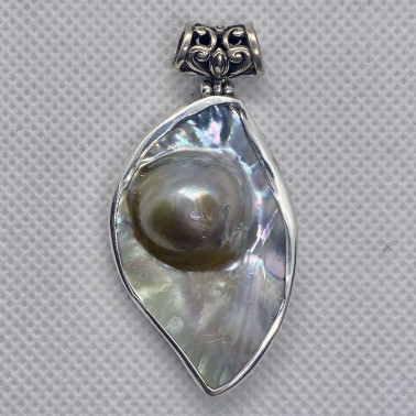 PD 14621 B-(HANDMADE 925 BALI SILVER PENDANT WITH MABE PEARL)