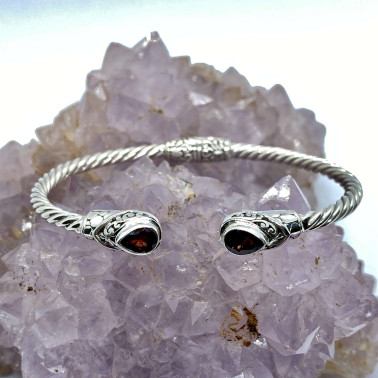 BR 14572 B-GR-(Twisted Cable 925 Bali Sterling Silver Hinged Cuff Bracelet with Garnet)