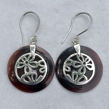 ER 09594 BS-(925 BALI SILVER DAISY EARRINGS WITH BLACK SHELL)