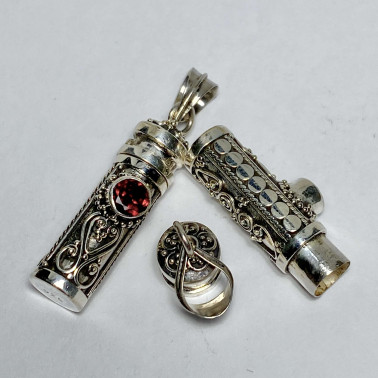 PD 14382 GR-(  925 BALI SILVER PERFUME PRAYER PILL BOX PENDANT WITH GARNET )