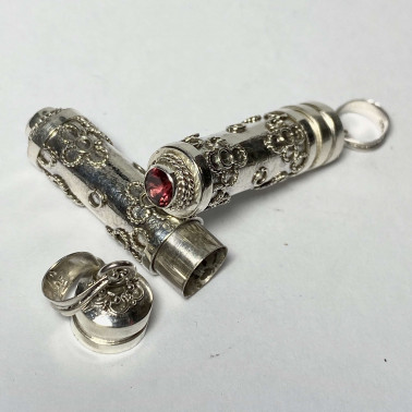 PD 09648 GR-PERFUME PRAYER PILL BOX 925 BALI SILVER PENDANT WITH GARNET