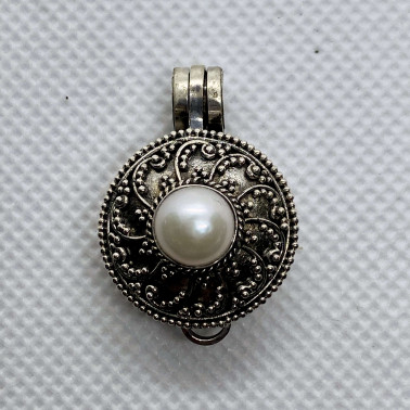 PD 13968 PL-(HANDMADE  925 BALI SILVER PERFUME PRAYER PILL BOX PENDANT WITH PEARL)