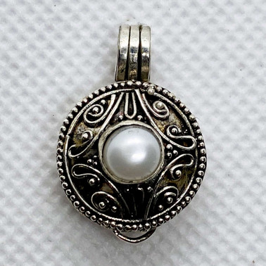 PD 14116 PL-(HANDMADE 925 BALI SILVER PERFUME PRAYER PILL BOX PENDANT WITH PEARL)