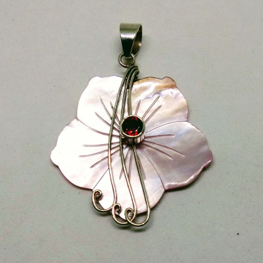 PD 09166 GR-(HANDMADE 925 BALI SILVER PENDANT WITH SHELL AND GARNET)