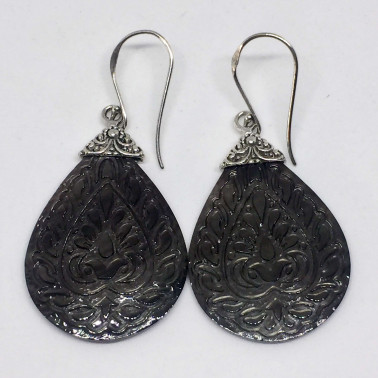 ER 13753 BS-(UNIQUE 925 BALI SILVER EARRINGS WITH HAND CARVING BLACK SHELL)
