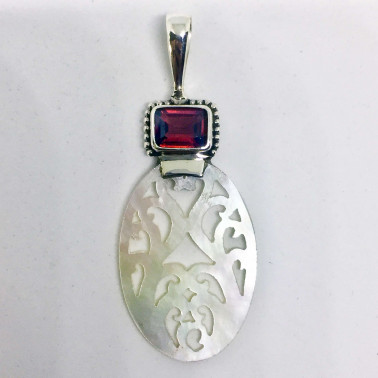 PD 13776 GR-(925 BALI SILVER HAND CARVING SHELL PENDANT WITH GARNET)