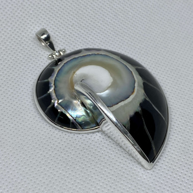 PD 06291 L-NT (Black)-(HANDMADE 925 BALI SILVER PENDANT WITH BLACK COLORED NAUTILUS SHELL)
