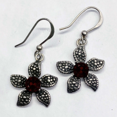 ER 08907 GR-(UNIQUE 925 BALI SILVER DAISY EARRINGS WITH GARNET