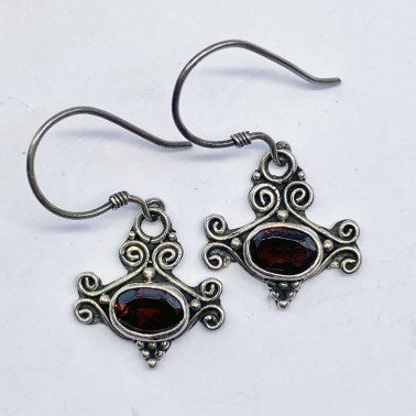 ER 10564 GR-(HANDMADE 925 BALI STERLING SILVER EARRINGS WITH GARNET)