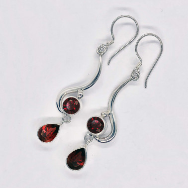 ER 13862 GR-(HANDMADE 925 BALI SILVER EARRINGS WITH GARNET)