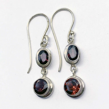 ER 13863 GR-(HANDMADE 925 BALI STERLING SILVER EARRINGS WITH GARNET)