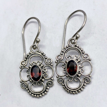 ER 14118 GR-(UNIQUE 925 BALI SILVER EARRINGS WITH GARNET)