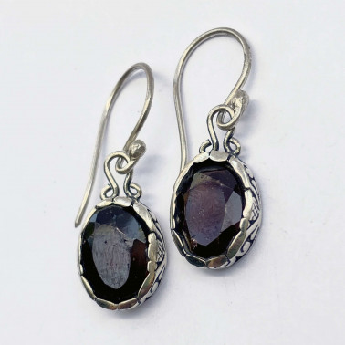 ER 14299 GR-(HANDMADE 925 BALI STERLING SILVER EARRINGS WITH GARNET)