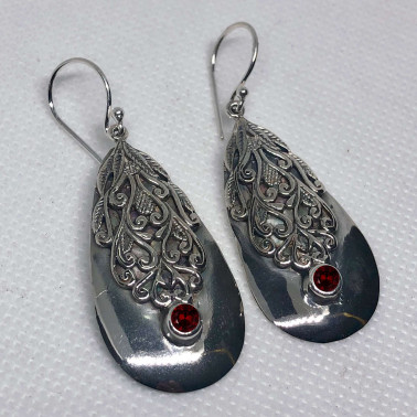ER 14447 GR-(UNIQUE 925 BALI SILVER FILIGREE EARRINGS WITH GARNET)