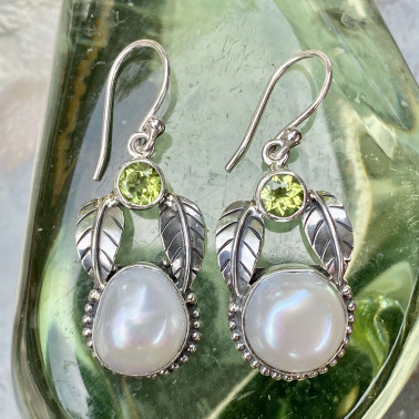 ER 14801 PD-(HANDMADE 925 BALI STERLING SILVER EARRINGS WITH BIWA SHELL, PERIDOT)