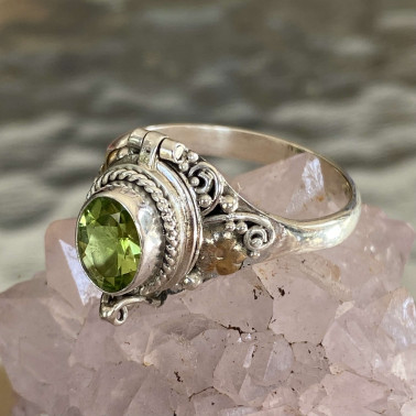 RR 14987 PD-(HANDMADE 925 BALI STERLING SILVER POISON RING WITH PERIDOT)