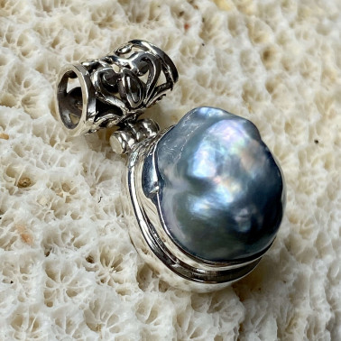 PD14693 B--(HANDMADE 925 BALI SILVER DANGLE PENDANT WITH BAROQUE PEARL)