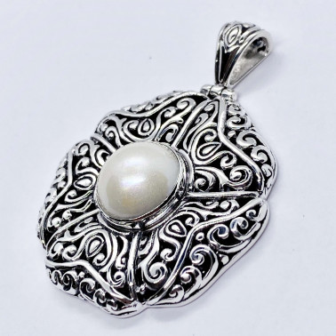 PD 14730 PL-(HANDMADE 925 BALI SILVER FILIGREE PENDANT WITH MABE PEARL)