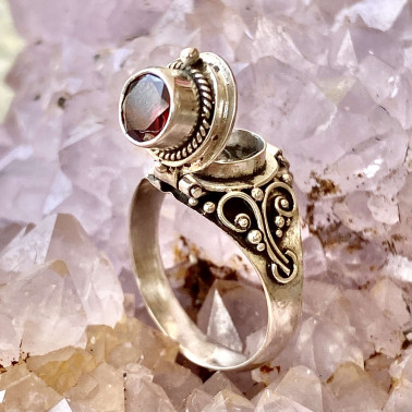 RR 13763 GR-(HANDMADE 925 BALI STERLING SILVER POISON RING WITH GARNET)