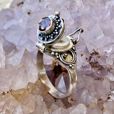 RR 13778 GR-(HANDMADE 925 BALI STERLING SILVER POISON RING WITH GARNET)
