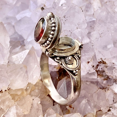 RR 13780 GR-(HANDMADE 925 BALI STERLING SILVER POISON RING WITH GARNET)