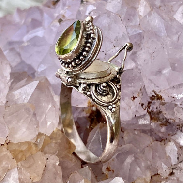 RR 13780 PD-(HANDMADE 925 BALI STERLING SILVER POISON RING WITH PERIDOT)