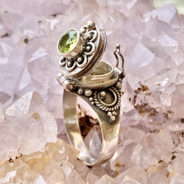 RR 13782 PD-(HANDMADE 925 BALI STERLING SILVER POISON RING WITH PERIDOT)