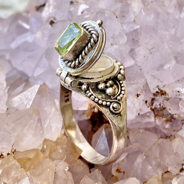 RR 14186 PD-(HANDMADE 925 BALI STERLING SILVER POISON RING WITH PERIDOT)
