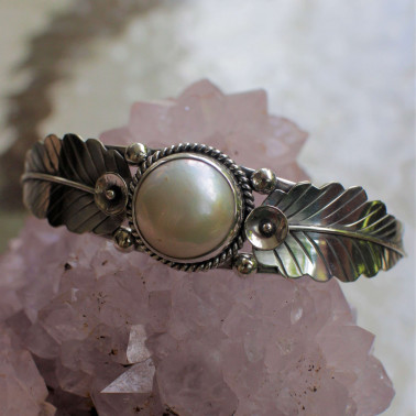 BR 14856 WMP-(Handmade 925 Sterling Silver Cuff Bracelet With White Mabe Pearl)